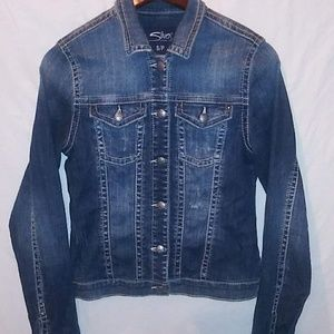Woman's / jr's SILVER destressed jeans jacket. S♥️